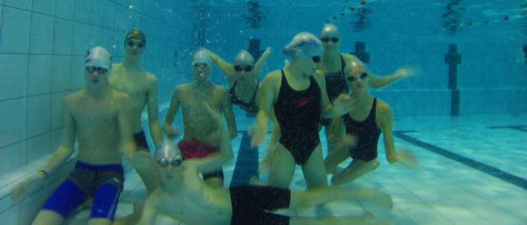 Competitie zwemmen onder professionele begeleiding